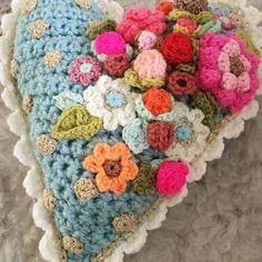 Als je dingen met je hart maakt dan zit er vanzelf een hoop liefde in! ❤️ #love #hapiness #crochetlove #adindasworld #crochettersofinstagram #creativity #lifeisbeautiful #crochetdesign #uncinetto