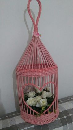 Плетение из газет Diy Paper, Paper Art, Paper Crafts, Newspaper Basket, Rolled Paper, Paper Jewelry, Origami, Bird Cage, Seasonal Decor