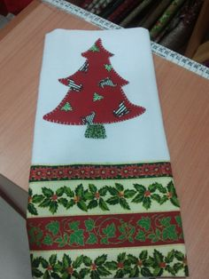 Apliqué de arvore de natal by Patchwork Tecidos, via Flickr