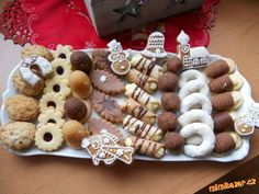 Vosí hnízda (try) Slovak Recipes, Czech Recipes, Christmas Cooking, Gingerbread Cookies, Waffles, Yummy Food, Sugar, Meals, Baking