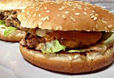 Hamburger fűszeres marhahússal Cheddar, Beef, Chicken, Ethnic Recipes, Food, Meat, Cheddar Cheese, Essen, Meals