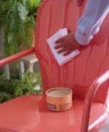 Peindre le mobilier de jardin en PVC - Tout pratique