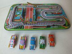 PISTA GIOCATTOLO CON MACCHININE IN LATTA ANNI 60 VINTAGE DA COLLEZIONE | eBay
