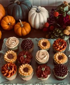 How beautiful are these cupcakes! How beautiful are these cupcakes! Autumn Aesthetic, Fall Treats, Holiday Treats, Fall Baking, Fall Desserts, Cute Desserts, Health Desserts, Happy Fall, Happy October