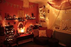 Pretty altar room, perfect for meditation ♡ Temple Room, Gypsy Home, Witch Decor, Witch Craft, Witch Room, Meditation Room Decor, Pagan Altar, Old Room, Altar Decorations