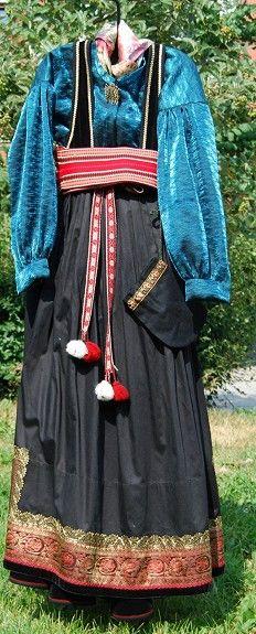 Brukte bunader - Husflidsbutikken i Ski, A.Larsen husflid as Folk Costume, Costumes, Folklore, Norway, Victorian, Traditional, Dresses, Fashion, Vestidos