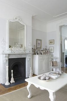 30 Best Shabby Chic Farmhouse Living Room Decor Ideas 2019 10 - Craft Home Ideas 30 Best Shabby Chic Farmhouse Living Room Decor Ideas 2019 10 Source by Salon Shabby Chic, Estilo Shabby Chic, Shabby Chic Interiors, Shabby Chic Living Room, Shabby Chic Homes, Shabby Chic Furniture, Shabby Chic Decor, Living Room Decor, Distressed Furniture