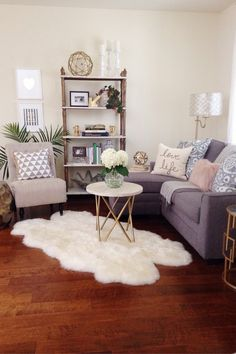 47 Modern Small Living Room Decor Ideas For Your Apartment. Modern Small Living Room Decor Ideas For Your Apartment small apartment ideas Small Apartment Living, Cozy Apartment, Small Living Rooms, Apartment Ideas, Apartment Interior, Modern Living, Apartment Design, Simple Living, Decorating Small Living Room