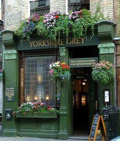 Yorkshire grey pub, london places to visit restaurant terras Vitrine Design, Deco Restaurant, British Pub, British Isles, London Pubs, Pub Signs, Cafe Shop, Shop Fronts, Flower Boxes