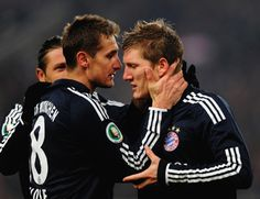 Even though Klose doesn't play for Bayern München any more, Klose/Schweinsteiger. Football Is Life, Football Team, German National Team, Bastian Schweinsteiger, Good Soccer Players, Just Run, Celebrity Crush, The Twenties, Gentleman