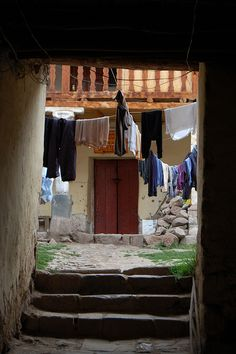 Hanging laundry in Cusco, Peru | Washer Odor? | Sour Smelling Towels? | Stinky Clean Laundry? | http://WasherFan.com | Permanently Eliminate or Prevent Washer & Laundry Odor with Washer Fan™ Breeze™ | #Laundry #WasherOdor