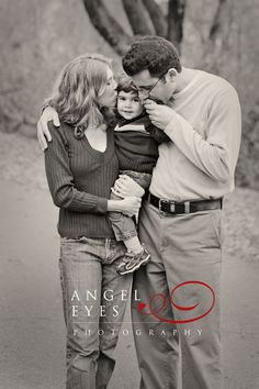 Sweet family moment. Photography by Hilda Burke  http://www.angeleyesphotography.com/  http://www.angeleyesphotographyblog.com/