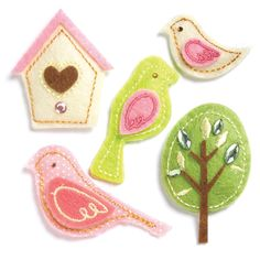 Felt birds--@Amy Lyons Michalski I got these at Michael's on sale; it's what I used to make Maddie's shadowbox!