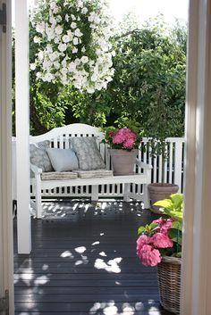 50 Ideas For Garden Bench Cottage Front Porches Cottage Front Porches, Home Porch, Country Porches, Outdoor Rooms, Outdoor Gardens, Outdoor Living, Outdoor Decor, Cozy Place, Porch Swing