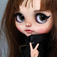 Learn more about Blythe Junkie - the brand name of Jeroen de Vries, a Blythe dolls customizer from the Netherlands.