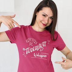 Das isch de füdliblutt Wahnsinn - Ein schweizerdeutscher Spruch mit dem man wunderbar seine Begeisterung ausdrücken kann. #schwiizerdütsch #schwyzerdütsch #tshirt T Shirts For Women, People, Unique, Design, Fashion, Madness, Woman, Moda, Fashion Styles