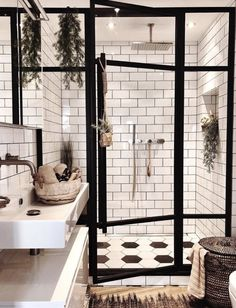 Badezimmer Inspiration // Andrea Groot Das perfekte Zuhause im skandinavischen S… Bathroom Inspiration // Andrea Groot The perfect home in the Scandinavian style –