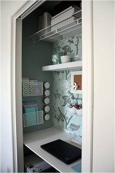 Closet desk. Love this idea! Would need a door or curtains though to hide my disorganized clutter :p