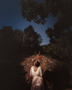 Back to our beautiful trip to Rio de Janeiro with @jolie_fee @thomas_k and @loewe7. We were having a great day on an island near the city when we found this gorgeous headpiece which I couldn't hesitate to photograph. The light siatuation was almost set-light. I think I am ready to shoot my own film #samsungsnapshooter #galaxys7edge