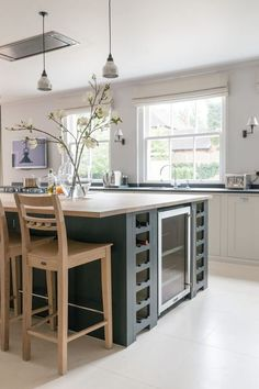 Looking for the ultimate entertainment hub in the Chilterns we began with a show-stopping Neptune Suffolk island to create a stunning Neptune kitchen Family Kitchen, New Kitchen, Kitchen Decor, Kitchen Ideas, Kitchen Island, Kitchen Worktop, Pantry Ideas, French Kitchen, Kitchen Cupboards