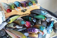 Custom Painted Lures-Robusto Custom Lures Kayak Bass Fishing, Homemade Fishing Lures, Air Brush Painting, Wooden Diy, Custom Paint, Bait, Airbrush, Madness, Crafts