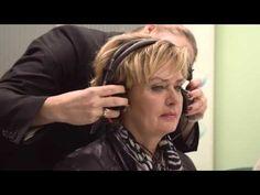 Specsavers Audiciens - Hellen doet een hoortest bij audicien Cindy