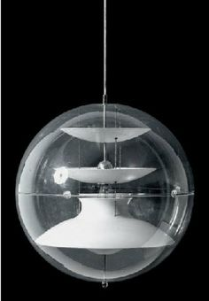 Suspension by Verner Panton (1926-1998), model VP Globe, transparent plexiglass within a set of curved aluminum acting as reflectors and maintained by chains discs. Editor Louis Poulsen