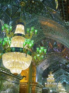 Curious Places: Shah Cheragh Mirror Mosque (Shiraz/ Iran) King of Light Mosque Persian Architecture, Beautiful Architecture, Art And Architecture, Beautiful Landscapes, Futuristic Architecture, Religion, Beautiful Mosques, Beautiful Places, Visit Iran