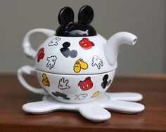 Mickey Mouse Disney Tea Set - Four Pieces Tea Pot And lid, Tea Cup and Plate Mickey Mouse Kitchen, Disney Kitchen, Mickey Minnie Mouse, Deco Disney, Teapot Cookies, Tee Set, Tea For One, Disney Home Decor, Tea Pot Set