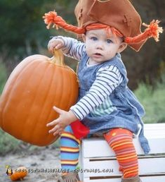 Adorable toddler Pippi Longstocking costume with awesome DIY instructions. Discover how to construct elaborate homemade costumes on a small budget. Dinosaur Halloween Costume, Halloween Costume Contest, Baby Halloween, Halloween Themes, Halloween Decorations, Costume Ideas, Toddler Costumes, Baby Costumes, Pippi Longstocking Halloween Costume