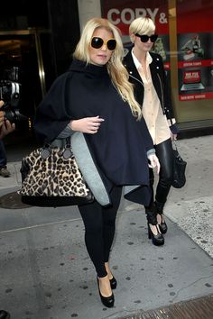 Jessica Simpson tries to hides her belly in NYC