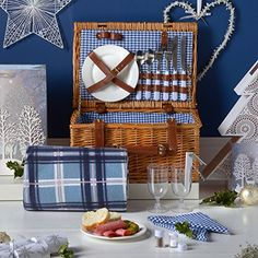 VonShef Deluxe 2 Person Traditional Wicker Picnic Basket Hamper with Cutlery, Plates, Glasses, Tableware & Fleece Blanket Picnic Baskets For Sale, Wine Picnic Basket, Vintage Picnic Basket, Large Baskets, Picnic Backpack, Luxury Hampers, Basket Weaving, Wicker, Plates