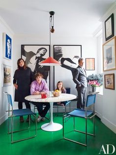Love the green floor! Marie and Frédéric Malle with their children Paul and Jeanne in the kitchen; the large lithographs are by Robert Longo, and the Saarinen dining table is by Knoll. Architectural Digest, Frederic Malle, Manhattan Apartment, Boutique Interior, Modern Masters, Floor Colors, Painted Floors, Interiores Design, Woodworking Projects Plans