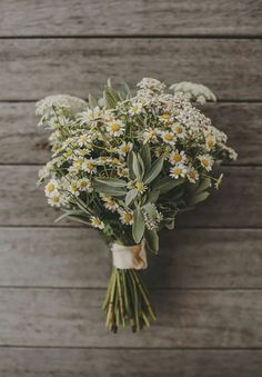 rustic daisy wedding bouquet, wildflower wedding bouquet #rusticwedding #weddingbouquet #fallwedding