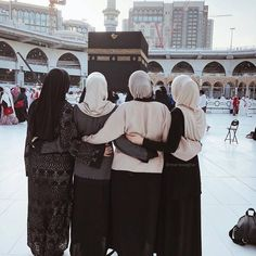 appy Friday everyone don't forget to read sourat alkahf tag your best girlfriend you want to do with her al omra #hijabs_inspirations