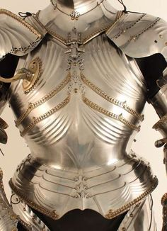 KHM HJRK made for Maximilian I by Lorenz Helmschmid. Image from Matthias Goll's outstanding dissertation. Armadura Medieval, Arm Armor, Body Armor, Fantasy Armor, Medieval Fantasy, Armor Clothing, Landsknecht, Medieval Weapons, Knight Armor
