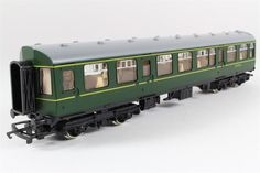 Hornby OO BR Trailer Second DMU Coach Green