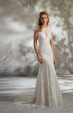 6f18955b37 Model 8288 - Inspirowana stylem vintage suknia ślubna pokryta aplikacjami z  matowej francuskiej koronki Alecon na