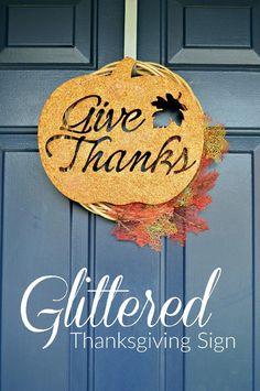 DIY Glittered Thanksgiving SIgn  #crafts #glitter #thanksgiving