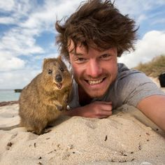 Selfies are an obsession. This Allan Dixon from Ireland stands up to his reputation by posting 13 selfies with a variety of animals. The animals Animals And Pets, Baby Animals, Funny Animals, Cute Animals, Wild Animals, Nature Animals, Animals Amazing, Animal Pictures, Funny Pictures