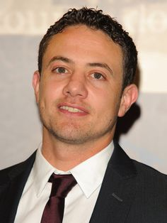 Good cop, tv series Warren Brown...an actor from Northern England...love his voice & smile!