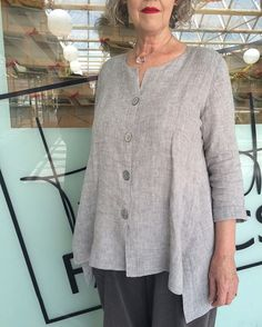 Happy Monday! Here's our lovely and stylish customer Helga, wearing a lovely shirt jacket made up in 'Nickle Crush' crinkle linen. The pattern was taken from a favourite RTW garment with the help of Tessuti sewing teacher Megan  There are still spots available in our 'Take A Pattern From Your Favourite Garment' on Thursday 12th May at #tessutifabrics Surry Hills. #linen #sewingclasses
