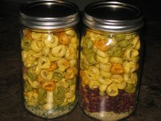 The Fusspot: gifts in a jar- Italian Tortillini Soup Diy Food Gifts, Jar Gifts, Gift Jars, Edible Gifts, Creative Gifts, Dry Soup Mix, Soup Mixes, Salad In A Jar, Soup And Salad