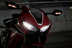 Cool Honda 2017: 2017 Honda CBR1000RR: mean looking LED headlights...  Café racer, vélomoteurs et motos... Check more at http://carsboard.pro/2017/2017/02/10/honda-2017-2017-honda-cbr1000rr-mean-looking-led-headlights-cafe-racer-velomoteurs-et-motos/