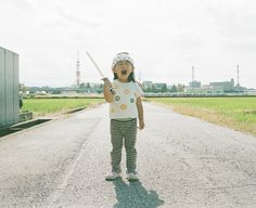 Toyokazu Nagano series of portraits of his daughter, Kanna. 4 Kids, Cute Kids, Baby Kids, Children, Family Photos With Baby, Baby Photos, Little Boy And Girl, Boy Or Girl, Japanese Kids