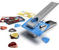 Perforatrice de médiators : le cadeau pour guitaristes : http://soncadeauoriginal.com/pickmaster-mediator-guitare-en-1-seconde/