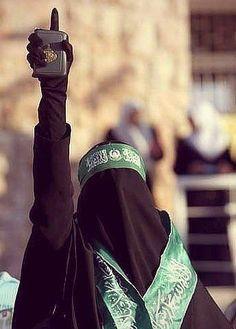 Reality Of Niqabis Arab Men Fashion, Niqab Fashion, Muslim Fashion, Arab Girls Hijab, Muslim Girls, Muslim Couples, Hijabi Girl, Girl Hijab, Mode Hijab