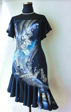 着物をリメイクしパーティードレスをつくりました。袖と裾にはたっぷりとフリル、素敵な柄の流れを生かした豪華なデザインに仕上げました。|ハンドメイド、手作り、手仕事品の通販・販売・購入ならCreema。