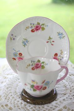 Vintage Shelley Dainty Rose & Red Daisy Tea by treasuresfromtheuk