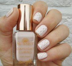 Un cosy nail aux couleurs douces. Cocooning assuré.